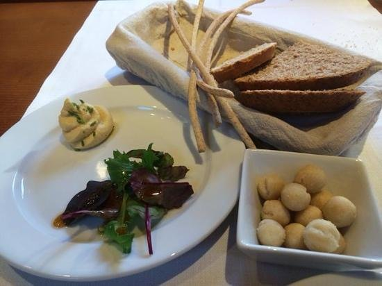 Restaurant L'Impossible : amouse bouche and breads