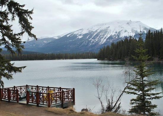 The Rocky Mountaineer: Lake Beauvert, Jasper Lodge