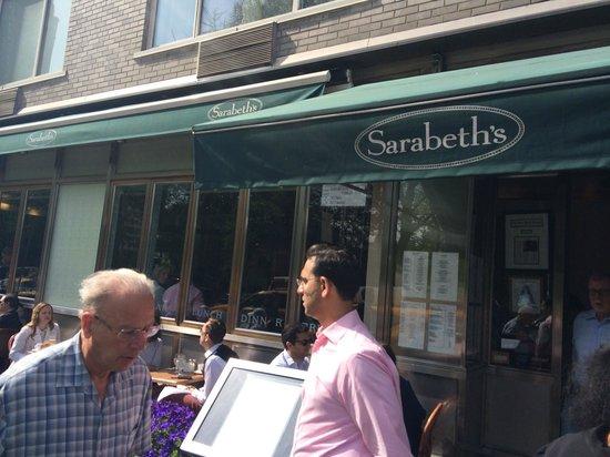 Sarabeth's Central Park South : Fachada, em frente ao Central Park