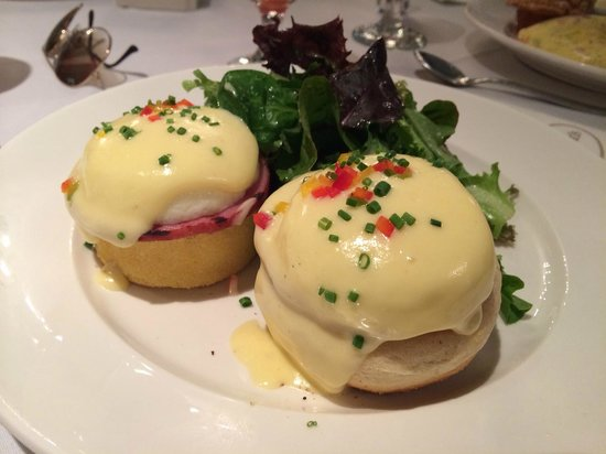 Sarabeth's Central Park South : Eggs Benedict