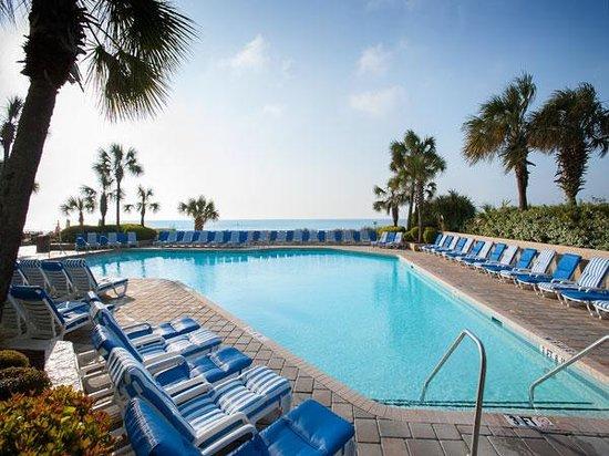 Coral Beach Resort & Suites: OCEANFRONT POOL
