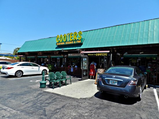 Cooters Restaurant & Bar: Main Entrance