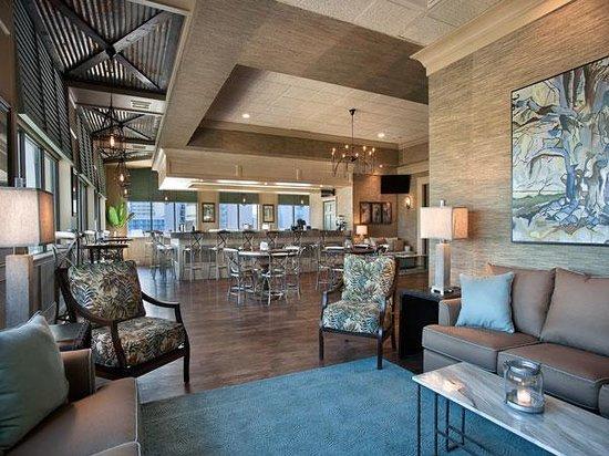 Coral Beach Resort & Suites: OCEANS 6 BAR & LOUNGE