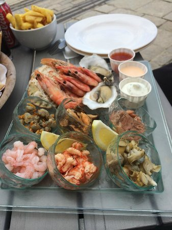 Gee whites: Seafood Platter - good garlic mayo too