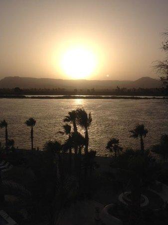Hilton Luxor Resort & Spa: Zon ondergang vanaf hotel kamer