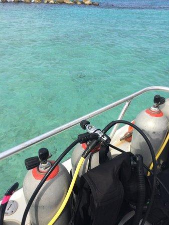 Curacao Marriott Beach Resort & Emerald Casino: Scuba boat on site