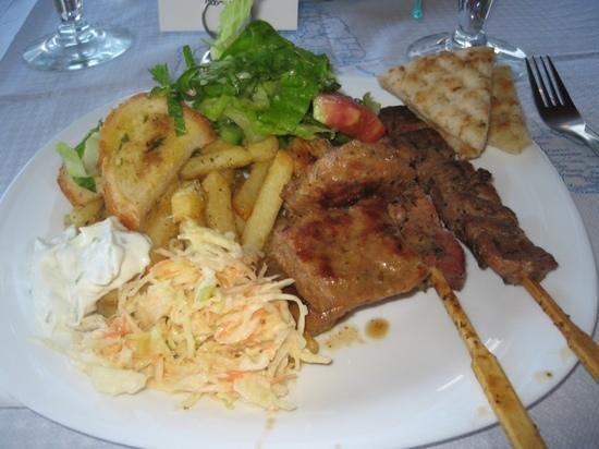 Pelagos Bay Hotel: BBQ night
