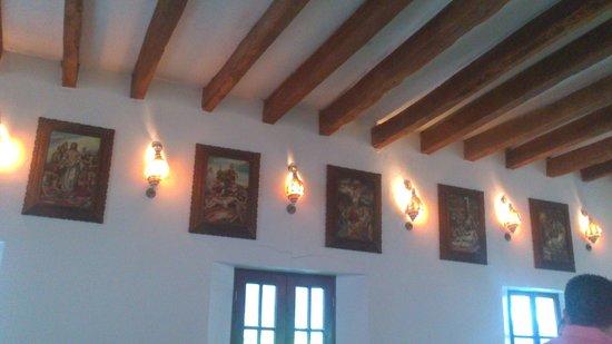 Nuestra Senora del Carmen Catholic Church: lamparas