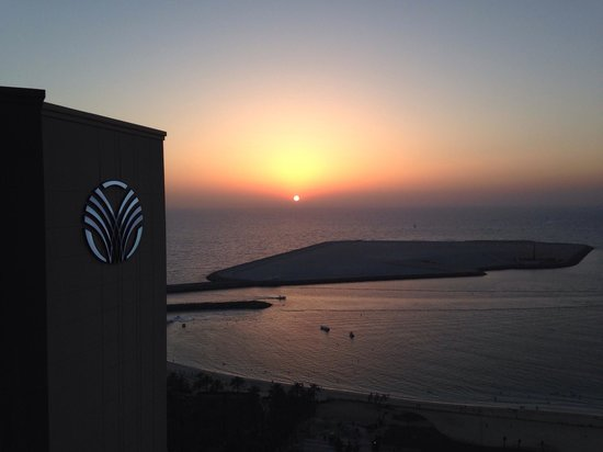Amwaj Rotana : Sunset from the Rotana Club Lounge