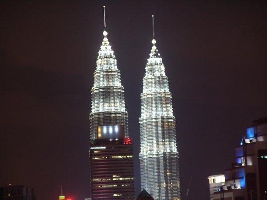 Berjaya Times Square Hotel, Kuala Lumpur : Petronas Towers at night