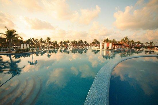The Bliss Resort: Pool