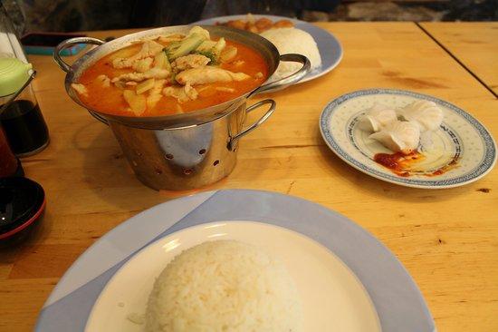 Tham Chinese Restaurant: thai curry chicken