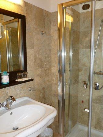 Meuble il Riccio: Newly rennovated suite bath