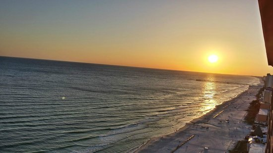 Sunrise Beach Resort: Sunset