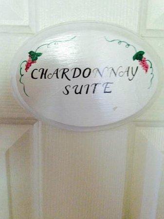 Inn at Churon Winery: Sign on door