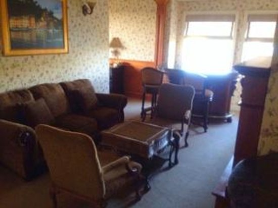 Inn at Churon Winery: Sitting Area of Chardonnay Suite