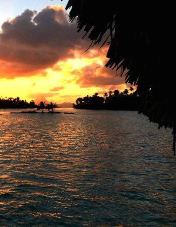 Le Taha'a Island Resort & Spa: Sunset over Bora Bora