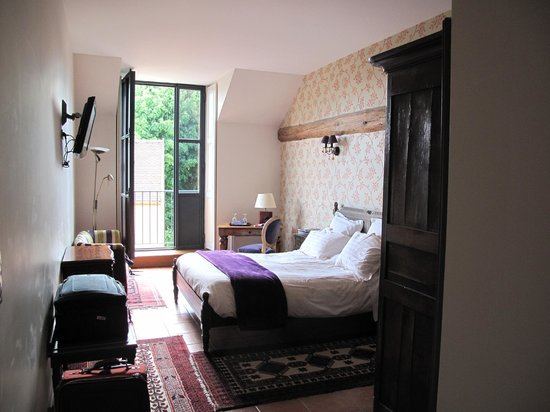Les Jardins de Lois : rooms overlook the central court and garden.