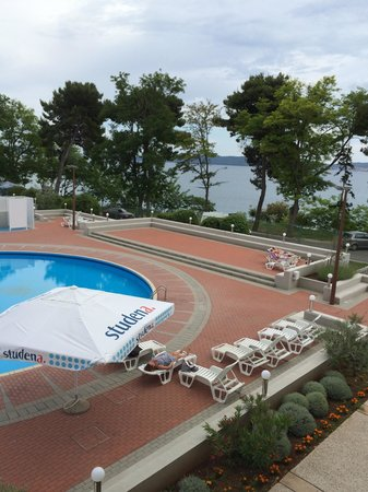 Hotel Kolovare : View of water from balcony