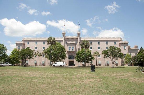 Embassy Suites by Hilton Charleston - Historic Charleston: outside
