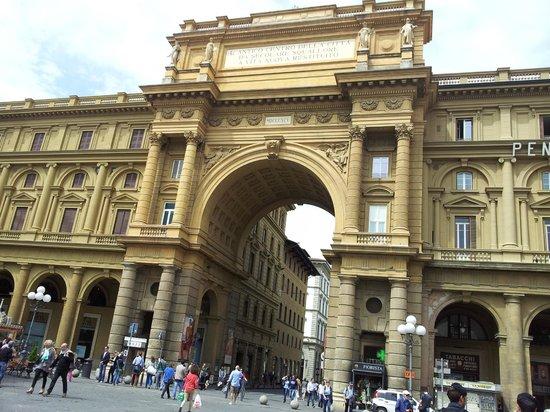 Piazza della Repubblica : piazza