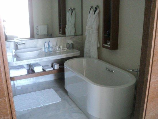 JW Marriott Absheron Baku: Bathroom