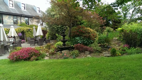 Le Friquet Country Hotel: The gardens and terrace