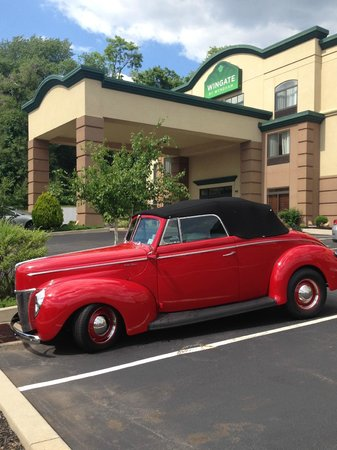 Wingate by Wyndham York: Welcome Back Street Rods to the Wingate Hotels!!