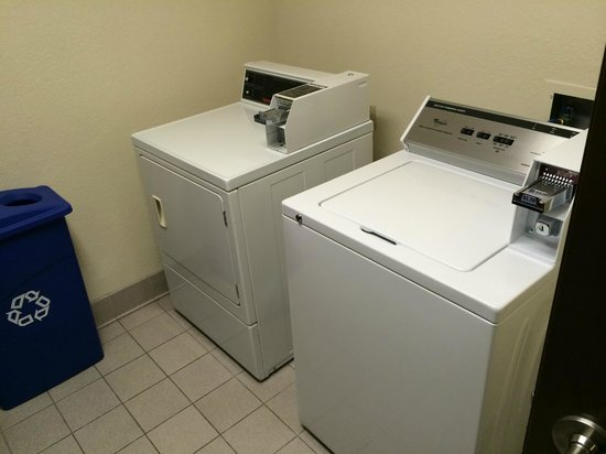 Best Western Plus Landmark Inn: Guest Laundry