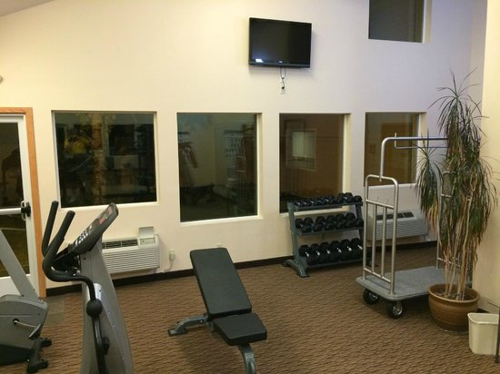 Best Western Plus Landmark Inn: Workout TVs are Useless