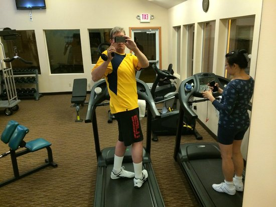 Best Western Plus Landmark Inn: Workout Room