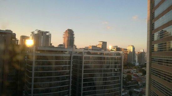 Pullman Sao Paulo Vila Olimpia Hotel: Vista para a rua Olimpíadas