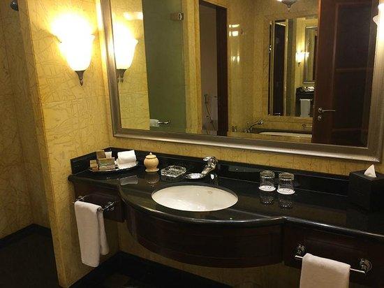Jood Palace Hotel Dubai: Bathroom Club room
