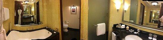 Jood Palace Hotel Dubai: Toilet/Shower