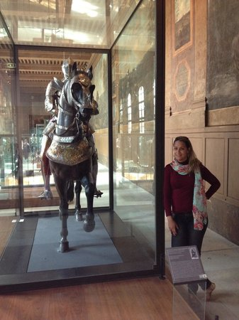 Museo de la Armada: Próximo a entrada, as armaduras medievais