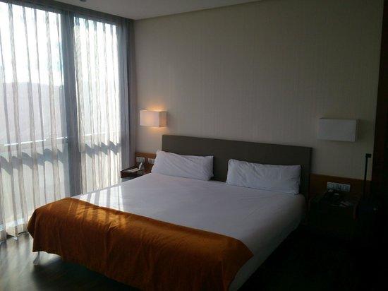 Hotel Puerta de Burgos: Detalle de la cama de la habitación
