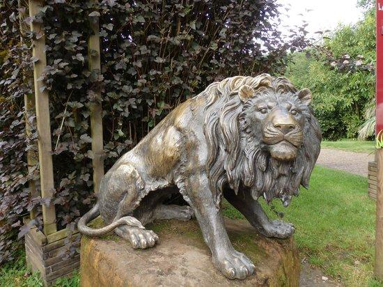 Parc Zoologique Cerza : statue