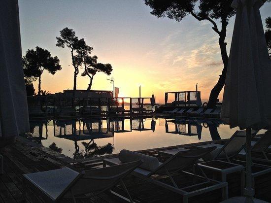 ME Mallorca: Amanecer en la piscina