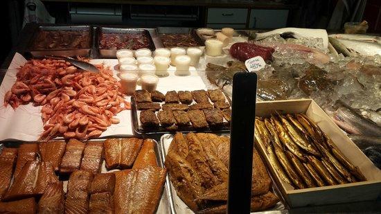 Östermalm Saluhall: Fresh seafood, Smoked fish and boiled shrimps
