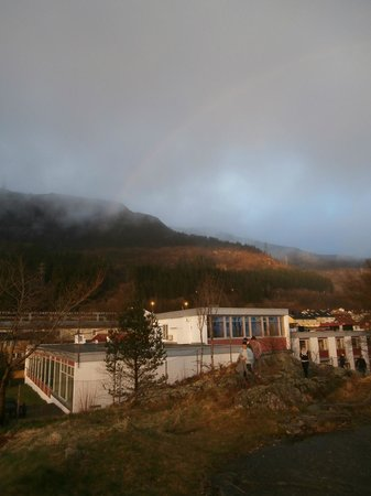 Montana Family & Youth Hostel: Bergen Hostel in April after a rain shower