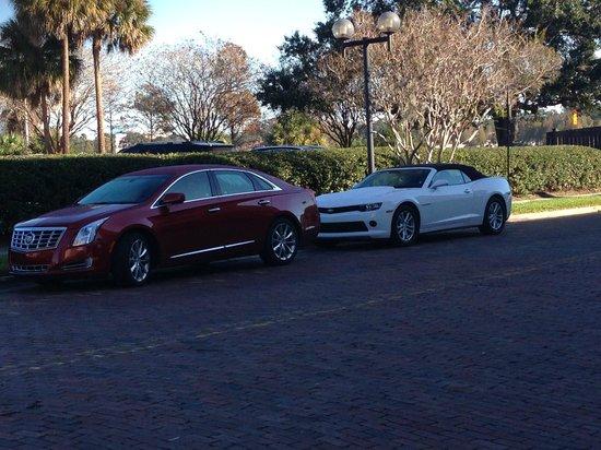 DoubleTree by Hilton Orlando Downtown : Estacione de frente ao Hotel na rua.