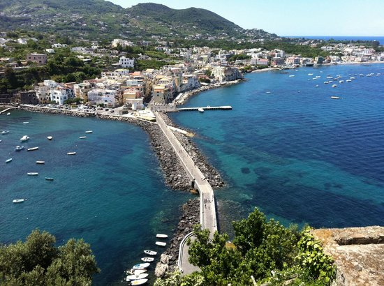 Ischia ponte vista dal castello aragonese photo de for Aragonese cuisine