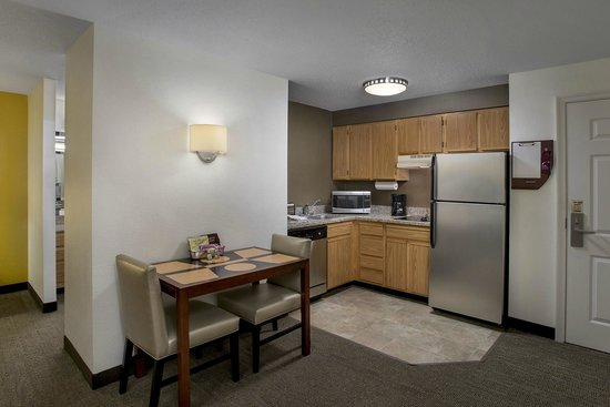 Residence Inn Boston Cambridge: Kitchen Space
