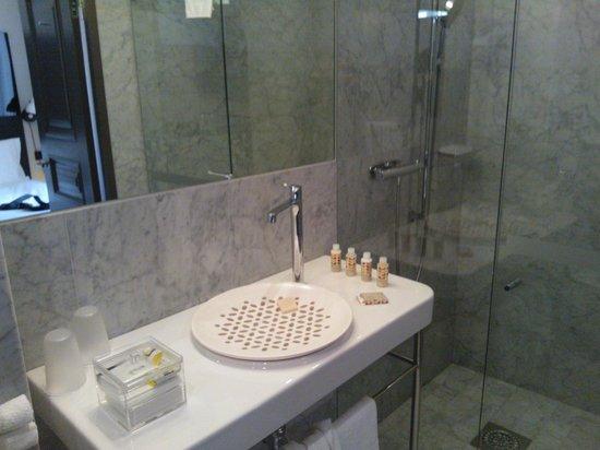Nobis Hotel: Bathroom