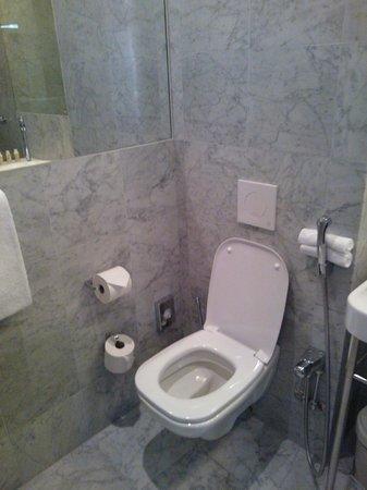 Nobis Hotel: Toilet