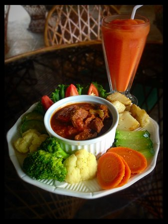 The Dome Drive Thru: beef in red sauce with potatoe, salad and vegetables!