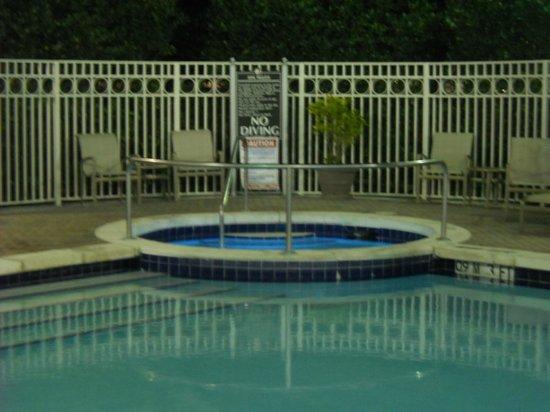 Doubletree by Hilton Sunrise - Sawgrass Mills: Hidromasaje del hotel.