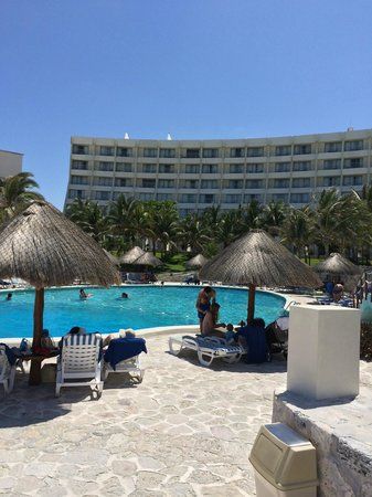 Grand Park Royal Cancun Caribe: Pristine...everywhere you went!