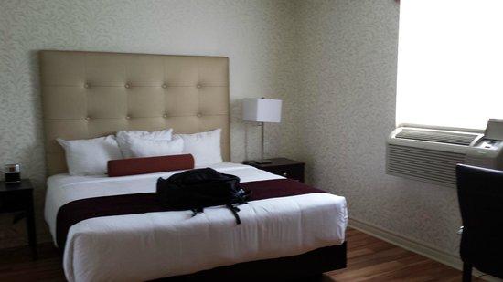 BEST WESTERN PLUS Montreal Downtown-Hotel Europa : Bedroom