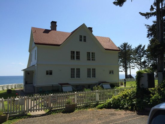 Heceta Head Lighthouse Bed and Breakfast: What you see when you arrive.